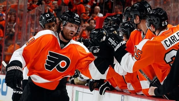 Scott Hartnell, centre, of the Philadelphia Flyers celebrates his goal with teammates at the bench during the first period on Sunday.