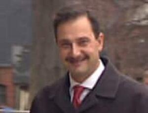 pe-si-ghiz-moustache852_1