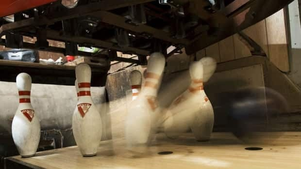 Supporters say 700 league bowlers use Varsity Ridge Bowl every week.