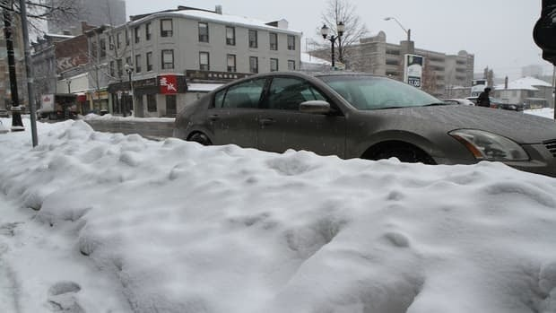 Another burst of winter weather is set to hit Hamilton starting Tuesday night, making for a messy commute Wednesday morning.