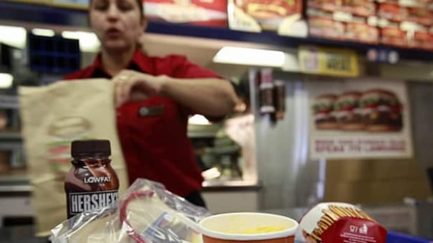 The salt in fast food burgers in an international study ranged from an average of 1.1 g in the U.K. to 1.4 grams in New Zealand.