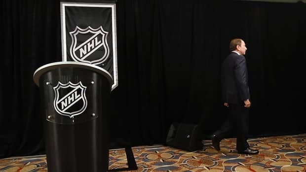 The NHL has decided to walk away from the first two weeks of the season with the lockout ongoing and hockey fans everywhere did not hesitate to express their displeasure.