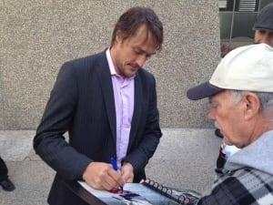 Teemu Selanne signing autographs