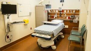 hi-bc-131008-surrey-hospital-er-bed