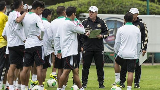 Mexican national football team coach Victor Manuel Vucetich, centre, talks to his players during a training session on Monday. Mexico will face Panama Friday in a must-win World Cup qualifying match.