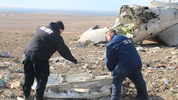 Two Transportation Safety Board members work at site of the First Air plane crash near Resolute Bay.