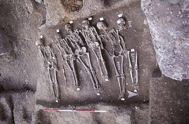 fi-460-black-death-trench-british-museum