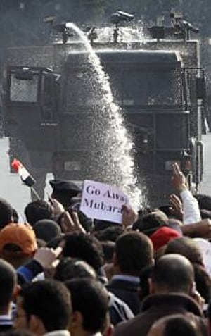 cairo-water-cannon-protests