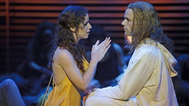 Chilina Kennedy and Paul Nolan in Jesus Christ Superstar.