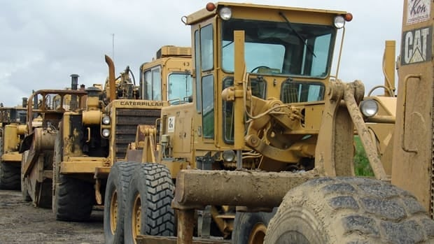 Heavy equipment maker Catepillar said it expects the U.S. economy to only grow moderately for the rest of the year.