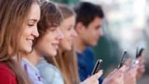 sm-students-cellphones-220-istock