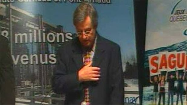 Saguenay Mayor Jean Tremblay says a prayer at city council on Monday night.