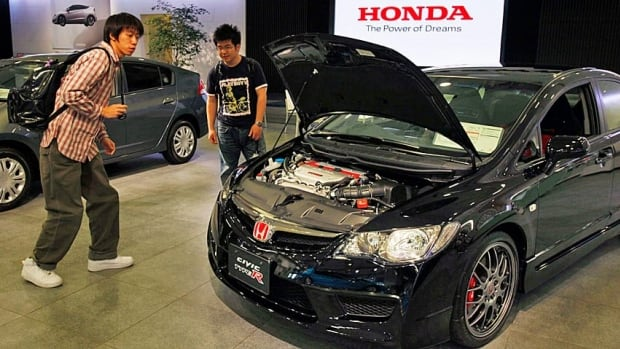 The insurance industry has given its top safety rating to eight Honda cars for the 2014 model year.