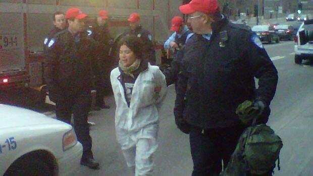 li-mtl-greenpeace-nuclear-protest-620