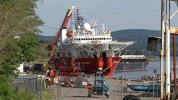 The Acergy Discovery will remain in Mulgrave, N.S., during an investigation into why it hit the Deep Panuke natural gas platform.