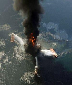 300-oil-rig-fire-cp