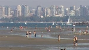 bc-100816-heatwave-vancouver-beach