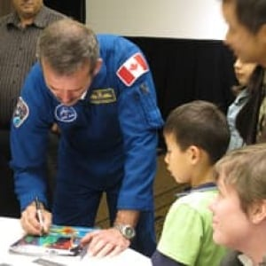 sm-220-chris-hadfield-autographs