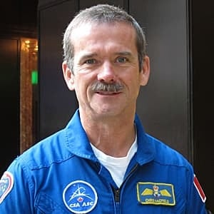 sm-300-chris-hadfield