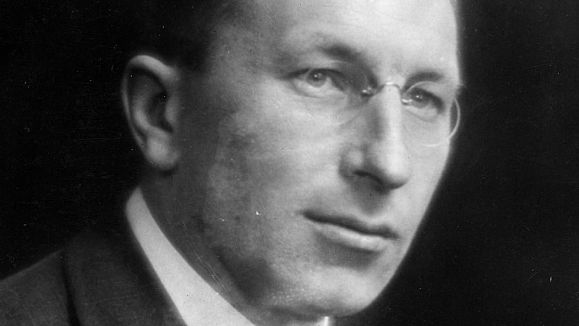 frederick banting- greatest canadian essay Frederick banting was the codeveloper of insulin and shared canada's first  he  saw heavy action in the last great battles of the war until being.
