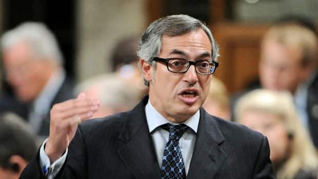 A Conservative MP says a decision to tie public service bonuses to federal cuts is a bid to motivate government executives to find savings. Treasury Board president Tony Clement is leading the charge to find $4 billion in annual savings.