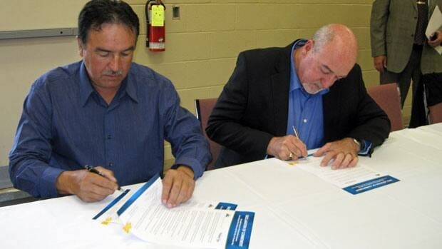 Fort William First Nation Chief Peter Collins and Thunder Bay Mayor Keith Hobbs sign a historic commitment to work closely together as neighbours.