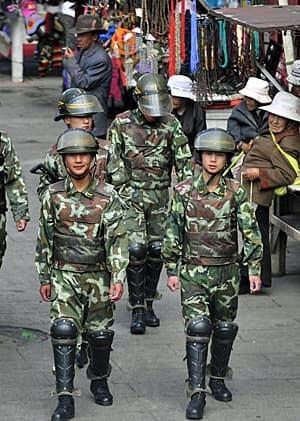 tibet-soldiers-300-rtr2mcdz