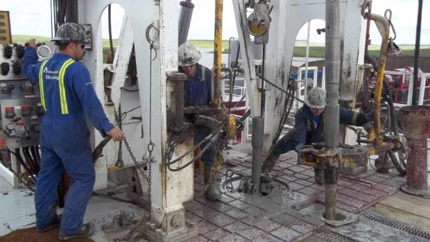 Workers operate the brake handle on a drilling rig in the Bakken shale formation near Oungre, Sask. The natural resources sector gained 19,000 jobs in September, with employment in the sector up almost five per cent over a year ago.