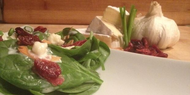 Spinach salad with toasted almonds, cranberries and camembert buttermilk dressing