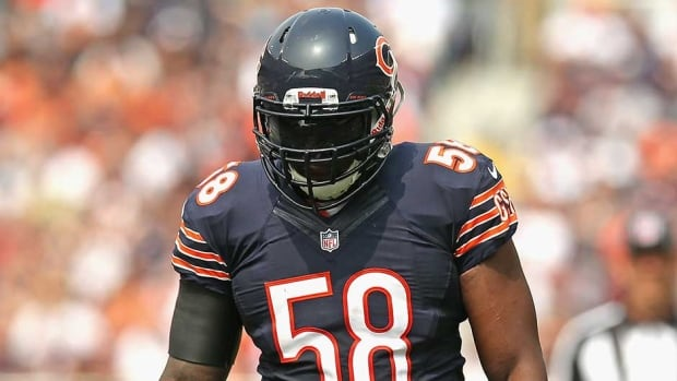 Chicago Bears middle linebacker D.J. Williams signed in the off-season to help replace Brian Urlacher.