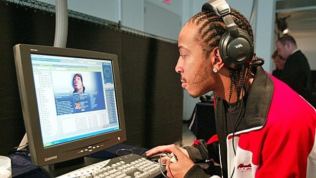 Recording star Ludacris checks out his album on the Napster Online music service. The company is winding up its Canadian operations.