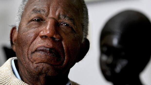 Internationally acclaimed Nigerian novelist and poet Chinua Achebe, seen in 2008, has again turned down a Nigerian honour, citing the failings of the government.