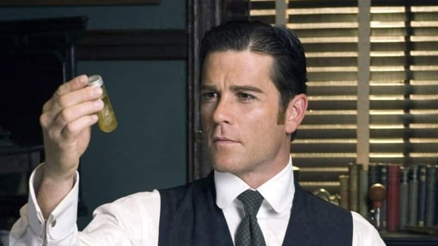 The popular period detective drama Murdoch Mysteries returns to the CBC-TV lineup for the upcoming 2014-2015 season.