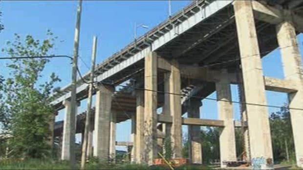 Transport Quebec has closed part of the Mercier Bridge for safety reasons.