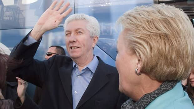 Gilles Duceppe called on PQ Leader Pauline Marois to boost the sovereignty camp late in the campaign.