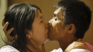 thailand-kissing-rtr2ilzf