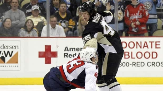 Arron Asham, right, of the Pittsburgh Penguins mixes it up with Jay Beagle of the Washington Capitals on Thursday night.