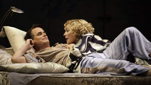 Paul Gross, left, and Kim Cattrall star in Broadway performance of Private Lives, which is closing five weeks early because of poor ticket sales.