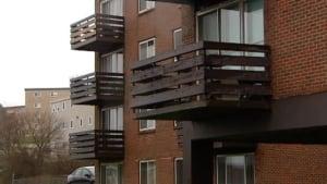 ns-li-balcony-unsafe