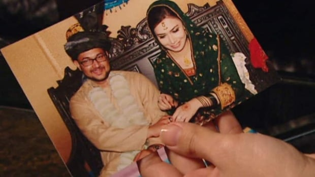 Owais Qurni and Aisha Noor were wed in 2009 during an arranged marriage in Peshawar, Pakistan.