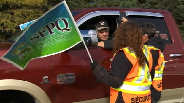 The 700 staff of the Government of Quebec agency that manages parks and wildlife reserves (SÉPAQ) began their strike action at 6 a.m. and say they will picket throughout the day.