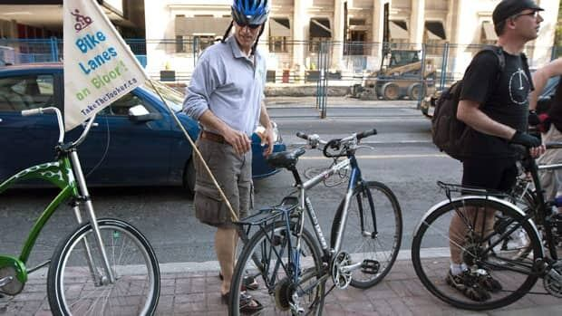 Cyclists urged to cut unsafe habits like texting
