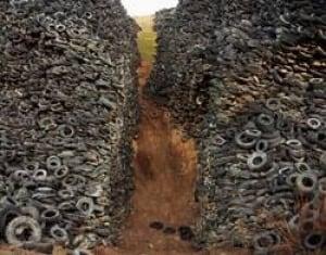 burtynsky-tire-pile-250