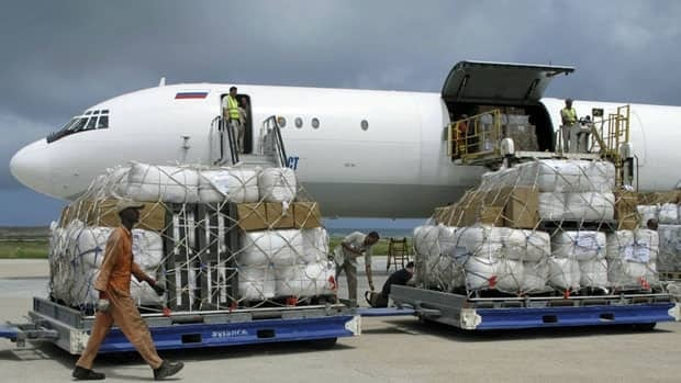 Tonnes of relief from the UN Refugee Agency (UNHCR) is off-loaded after landing in Mogadishu airport in Somalia on Monday. Aid delivery is difficult in the country because of armed groups who target for attack Western aid organizations.