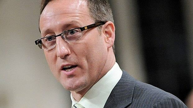 Minister of Defence Peter MacKay defended his July 2010 flight about a Cormorant helicopter in the House of Commons Thursday, after new documents showed officials raised red flags about the plan.