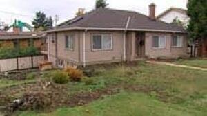 mi-bc-111104-gopublic-realtor-house