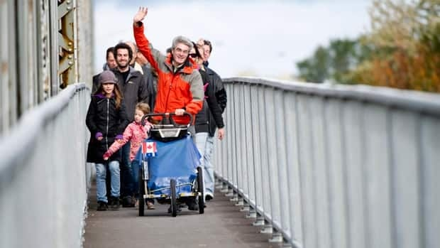 Jean Béliveau crosses the Lachapelle bridge, returning home after 11 years of walking around the world.