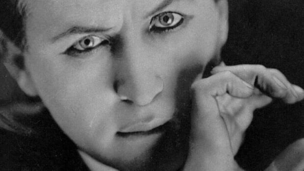 Just before he passed away, legendary magician Harry Houdini promised his wife he'd send a message from the great beyond.