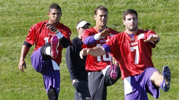 Minnesota Vikings quarterbacks Josh Freeman, left, Matt Cassell, centre, and Christian Ponder, right, are seen here stretching in Eden Prairie, Minn. last week. On Wednesday, the Vikings announced that Freeman will start the team's next game.