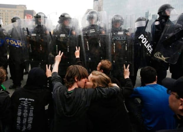 g20-police-protesters-cp8948693